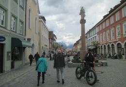 Markt Murnau mit Säule der Bavaria